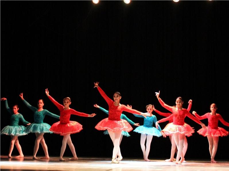 Escuela de Ballet de Puerto Mejillones celebra el Día Internacional ...