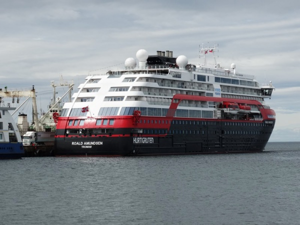 """EPAustral: crucero """"Roald Amundsen"""" arriba por primera vez en Punta Arenas, en la región de Magallanes en Chile - MundoMaritimo.cl"""