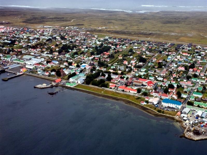 Islas Malvinas: Firman contrato para el diseño y construcción del nuevo puerto en Puerto Argentino